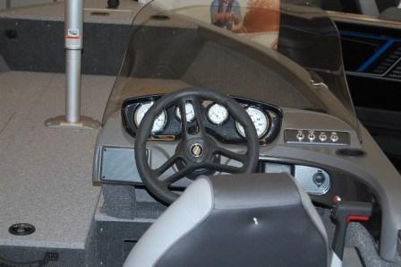 2017 Crestliner 1650 Fish Hawk Side Console Photo 6 sur 10