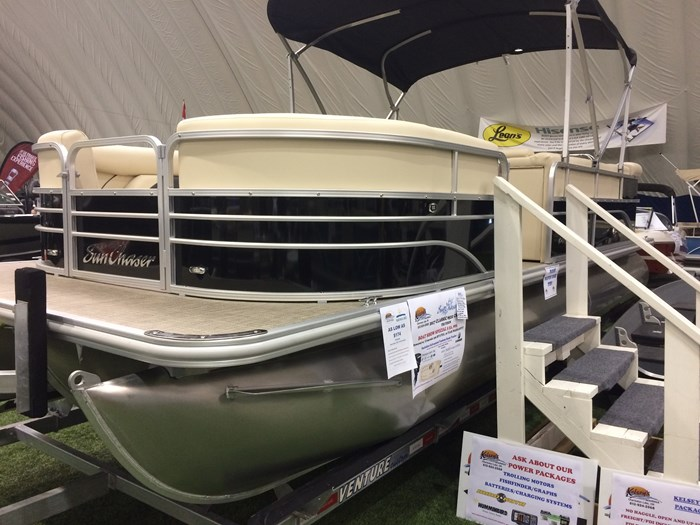 2017 **SOLD** SUNCHASER **SOLD** Classic 8522 Cruise Tri-Toon Photo 2 of 13