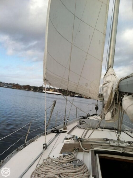 1985 Beneteau First 42 Photo 8 of 20