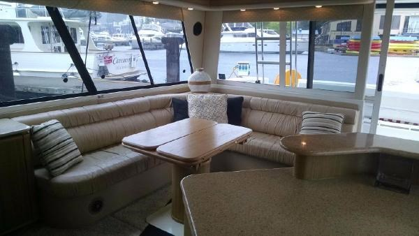 2001 Bayliner 4788 Pilot House Motoryacht Photo 2 of 22