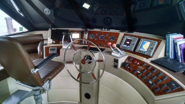 2001 Bayliner 4788 Pilot House Motoryacht Photo 4 of 22