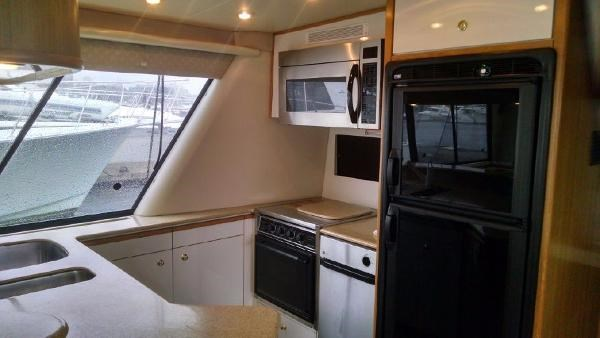 2001 Bayliner 4788 Pilot House Motoryacht Photo 5 of 22