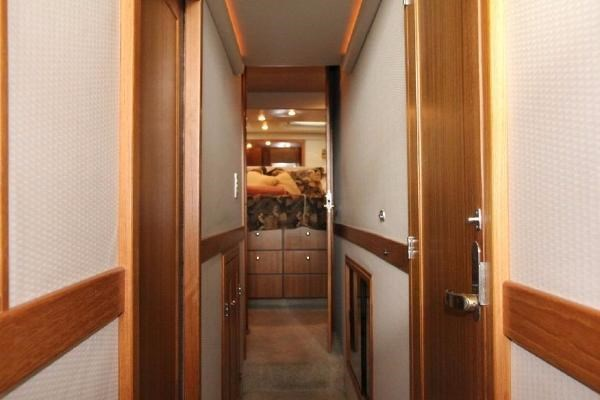 2001 Bayliner 4788 Pilot House Motoryacht Photo 8 of 22