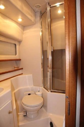 2001 Bayliner 4788 Pilot House Motoryacht Photo 11 of 22