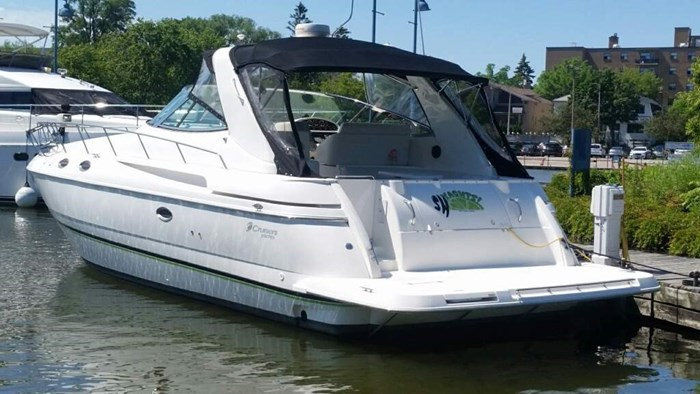 Cruisers Yachts 3870 Express MC 2000 Used Boat for Sale in Toronto, Ontario  - BoatDealers ca