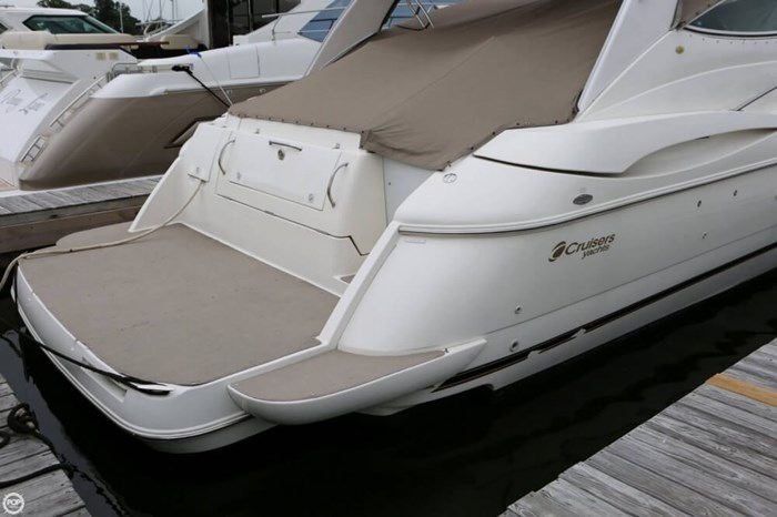2003 Cruisers Yachts 4370 Express Photo 5 sur 20
