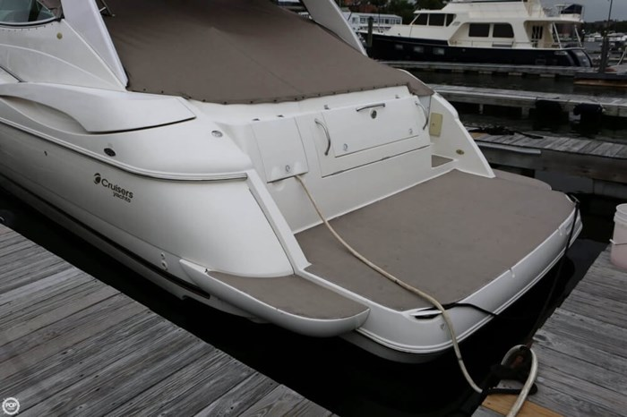 2003 Cruisers Yachts 4370 Express Photo 7 sur 20