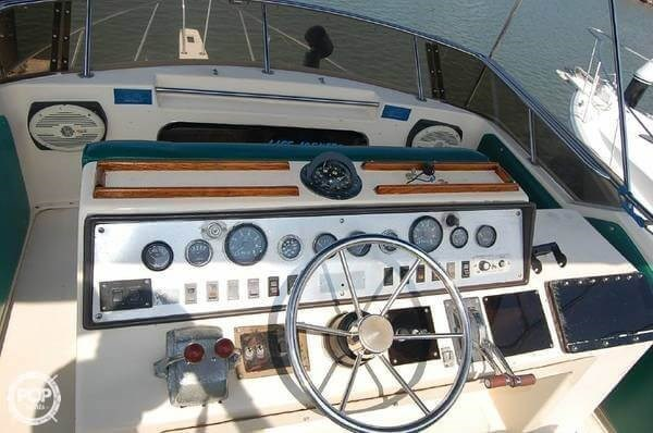 1984 Chris-Craft 315 Commander Sport Fish Photo 7 sur 20