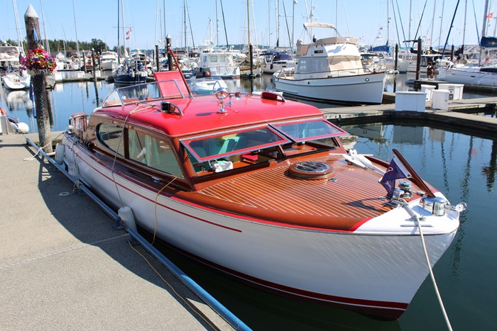 1952 Chris-Craft Super Deluxe Enclosed Photo 1 of 48