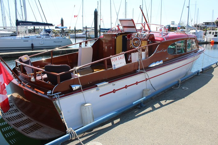 1952 Chris-Craft Super Deluxe Enclosed Photo 10 of 48