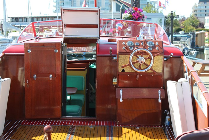 1952 Chris-Craft Super Deluxe Enclosed Photo 11 of 48
