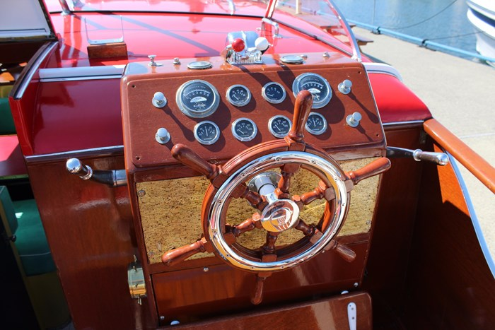 1952 Chris-Craft Super Deluxe Enclosed Photo 12 of 48