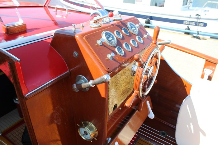 1952 Chris-Craft Super Deluxe Enclosed Photo 13 of 48