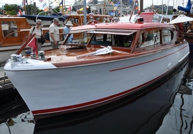 1952 Chris-Craft Super Deluxe Enclosed Photo 38 of 48
