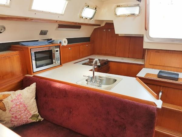 1984 Hunter 34 Sloop Photo 23 sur 29