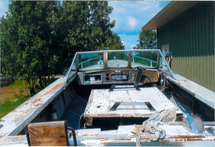 2000 17' Workboat (Needs Mechanical) With trailer Photo 4 of 5