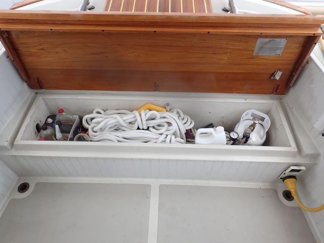 1987 Express Yachts Scout 30 - Photo 9 sur 26