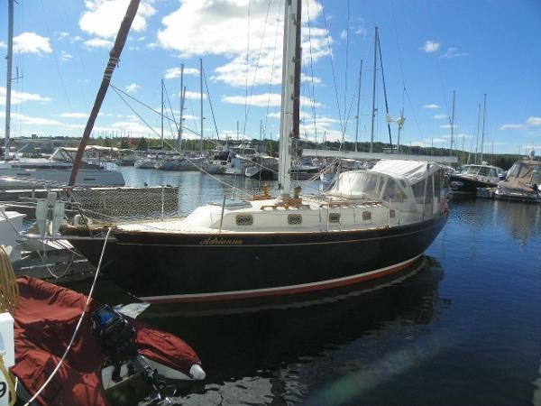 1985 Alberg 34 sloop Photo 2 of 22