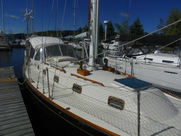 1985 Alberg 34 sloop Photo 4 of 22