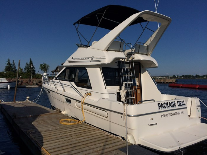 1998 Bayliner 3388 Motor Yacht Series Photo 1 of 20