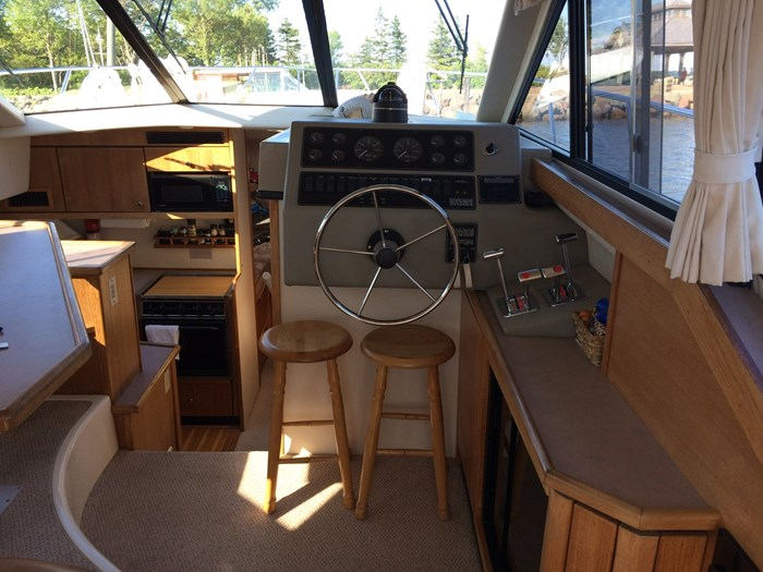 1998 Bayliner 3388 Motor Yacht Series Photo 2 of 20
