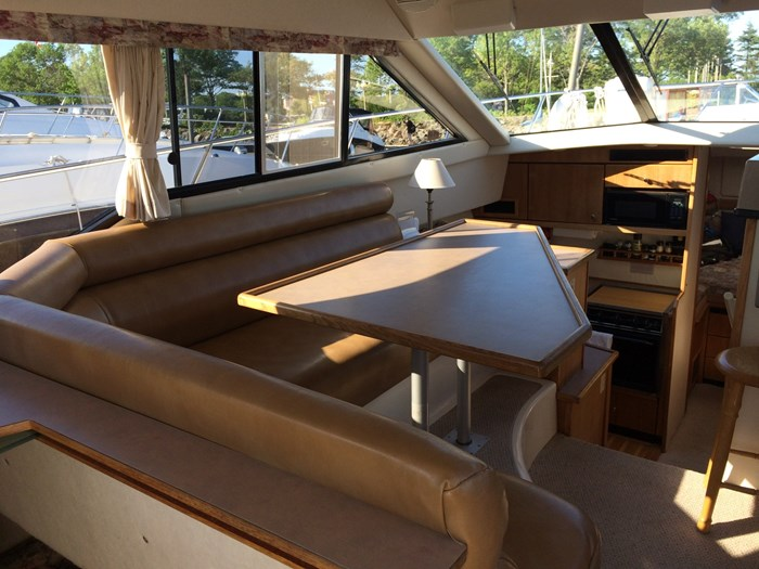 1998 Bayliner 3388 Motor Yacht Series Photo 4 of 20