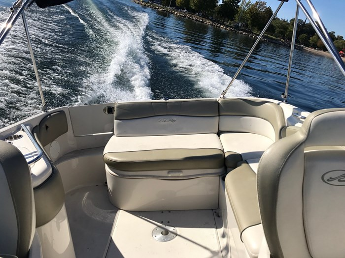 2007 Sea Ray 240 Sundeck Photo 9 sur 14