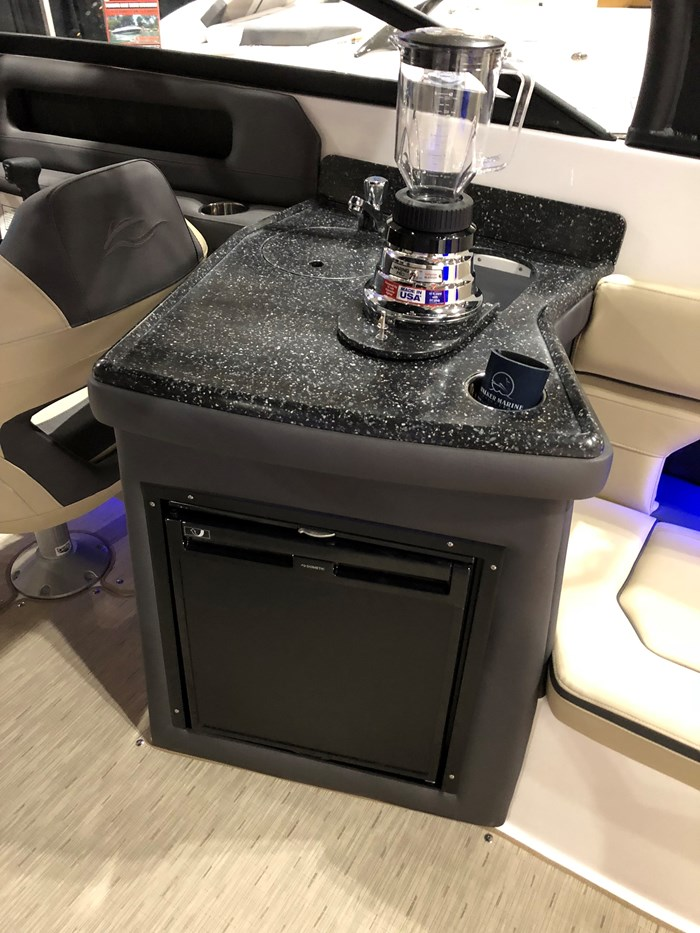 2018 Rinker Q7 Outboard Photo 7 of 9
