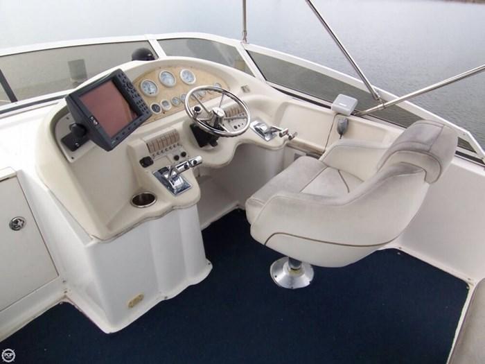 1998 Cruisers Yachts 3585 Flybridge Motoryacht 35 Photo 3 sur 20