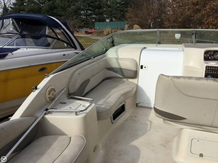 2002 Crownline 262 CR Photo 17 sur 20