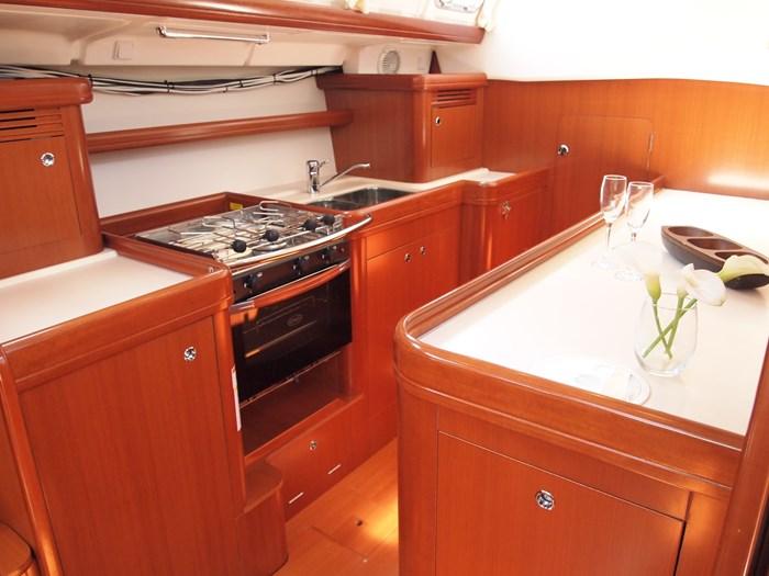 2006 Beneteau 523 Photo 17 sur 92