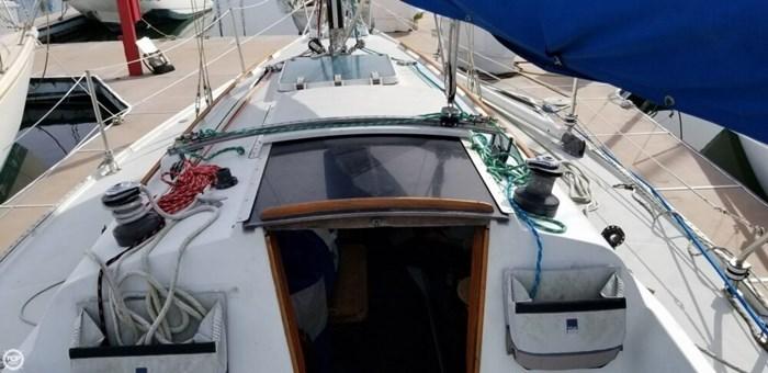 1985 Ericson Yachts 30 Plus Photo 2 of 20