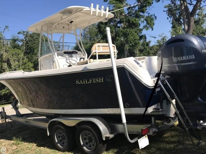 2017 Sailfish 240 CC Photo 2 sur 20