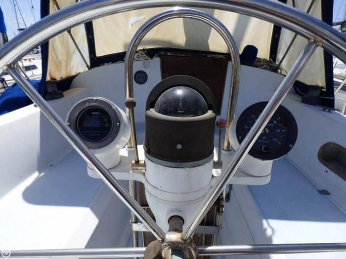 1980 Ericson Yachts 38 Photo 16 sur 20