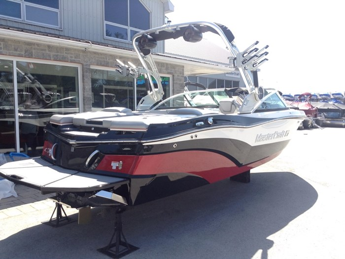 2018 MasterCraft Mastercraft XT21 Photo 2 of 12