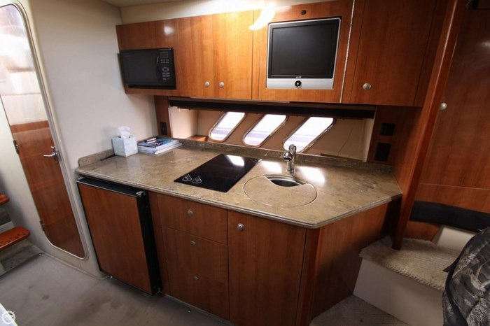 2008 Cruisers Yachts 330 Express Photo 9 sur 20