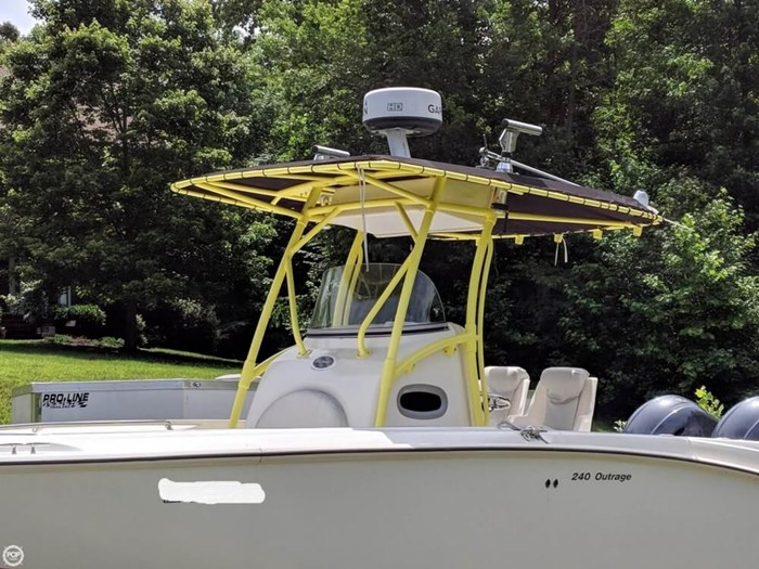 2004 Boston Whaler 240 Outrage Photo 2 sur 20