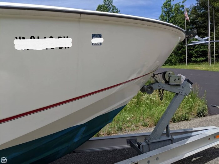 2004 Boston Whaler 240 Outrage Photo 11 of 20