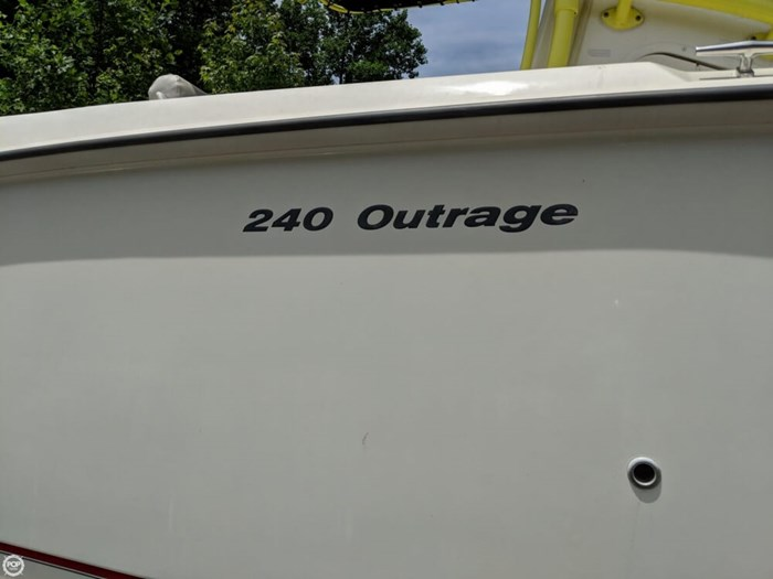 2004 Boston Whaler 240 Outrage Photo 14 of 20