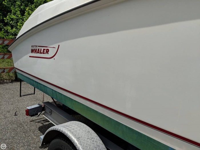2004 Boston Whaler 240 Outrage Photo 15 of 20