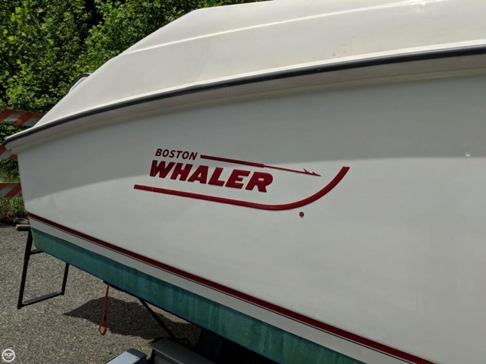 2004 Boston Whaler 240 Outrage Photo 16 of 20
