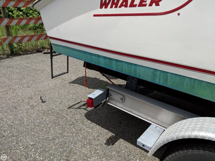 2004 Boston Whaler 240 Outrage Photo 17 of 20