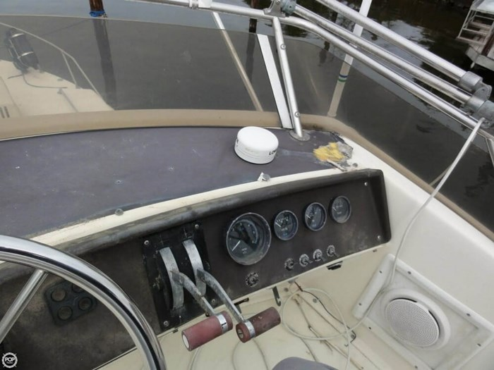 1984 Chris-Craft Catalina 291 Photo 18 of 20