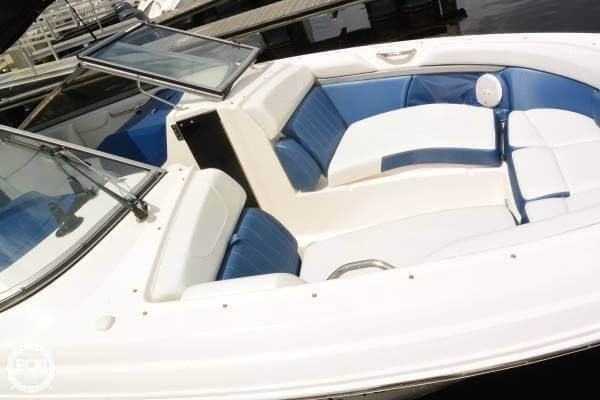 2011 Regal 2700 Bowrider Photo 6 sur 20