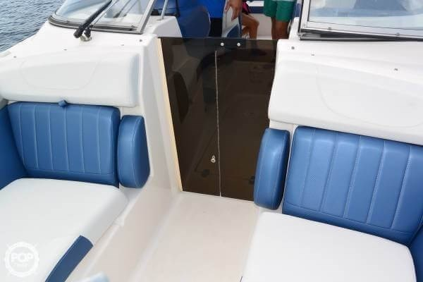 2011 Regal 2700 Bowrider Photo 12 sur 20