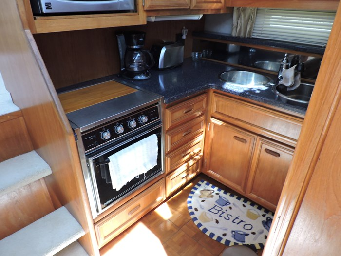 1989 Carver 3807 Aft Cabin Photo 35 of 56