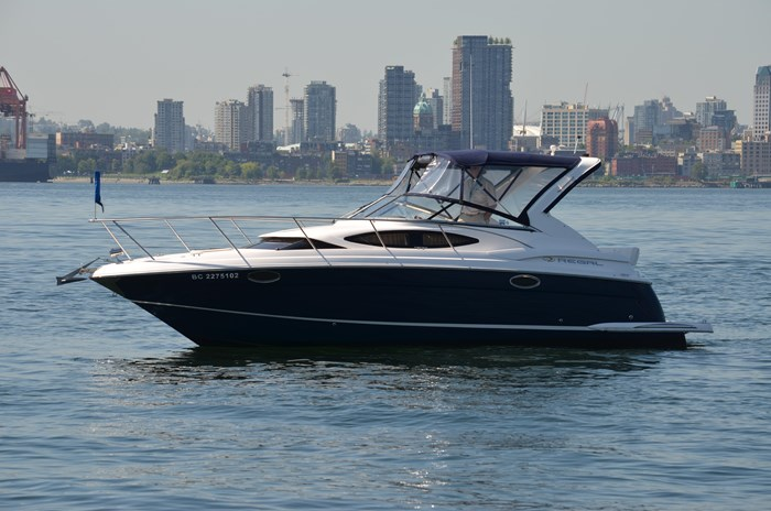 2009 Regal 3060 Express Cruiser Photo 1 sur 28