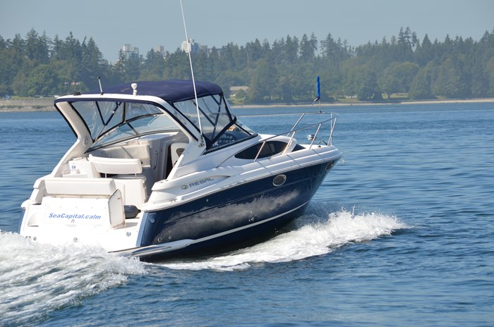 2009 Regal 3060 Express Cruiser Photo 3 sur 28