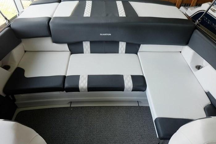 2019 Glastron GT 205 Mercruiser 250HP Trailer Ext Platform Photo 6 sur 19