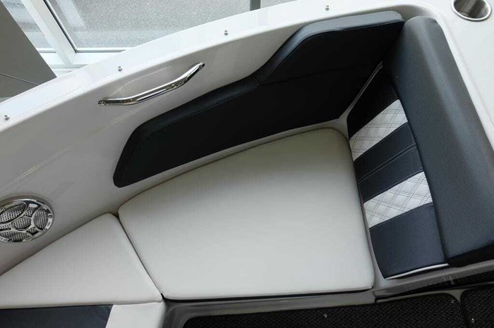 2019 Glastron GT 205 Mercruiser 250HP Trailer Ext Platform Photo 18 sur 19